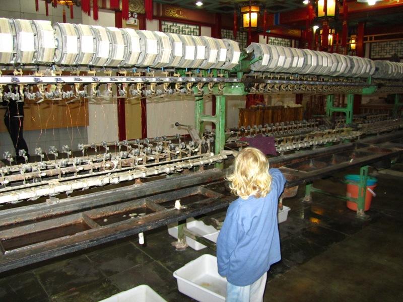 מפעל לייצור משי